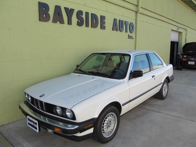 1987 BMW 325i オリジナルオーナーはアメリカ人ですが 奥様が丁寧に乗られていた最高に程度に良いです。