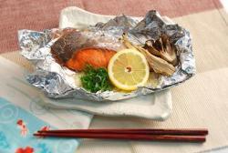 紅鮭とたまねぎのホイル焼き